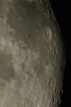 Kraterbeobachtung nach Vollmond: 102/1300 mm MAK mit 2-fach Barlow, Pentax K-500, 29 x 1/30 Sek., ISO 800