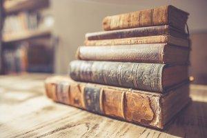Auf Schatzsuche: Stöbern in alten Büchern macht Geschichte lebendig