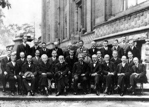 Das Beste aus der Welt der Physik: Bei der Solvay-Konferenz treffen sich die besten Wissenschaftler/innen zur fachlichen Diskussion ihrer Erkenntnisse