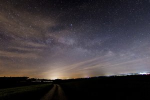 Blick in den Nachthimmel: Eine schnelle Beobachtung ist mit dem Refraktorteleskop möglich