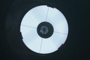 Blick in den Okularauszug mit eingesetzter Filmdose: Fang- und Hauptspiegel müssen zueinander ausgerichtet sein